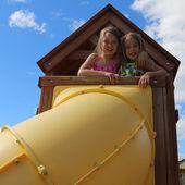 Urocze dziewczynki na zewnątrz w lecie — Zdjęcie stockowe