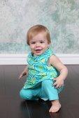 Little girl posing — Stock Photo