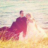Wedding couple together on rocks — Foto Stock