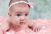новорожденного на розовое одеяло — Стоковое фото