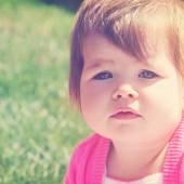 Little girl outdoors in summer — Stock Photo