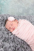 Newborn Girl sleeping on blanket — Stock Photo