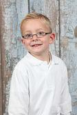 Ładny chłopczyk pozowanie — Zdjęcie stockowe