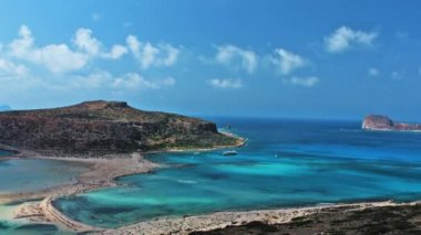 Beautiful Balos Lagoon and Gramvousa island on Crete, Greece. Cap tigani on the left — Stock Video