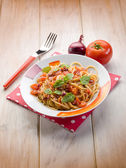 Spaghetti with fresh tomato red onion and hot chili pepper — Stock fotografie