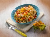 Tagliatelle with zucchinis flowers and capsicum — Stock Photo