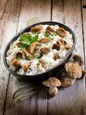 Risotto z grzybami jadalnymi cep — Zdjęcie stockowe