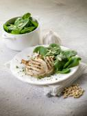 Grilled cuttlefish with fresh spinach salad — Stock Photo