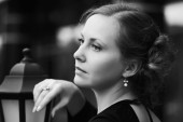 Portrait of sad beautiful fashion woman  — Stock Photo