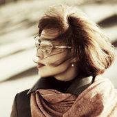 Sad fashion woman in sunglasses outdoor — Stock Photo