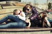 Group of teenage school girls lying on the sidewalk — Foto Stock