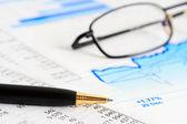 Cartas y gráficos de contabilidad financiera — Foto de Stock