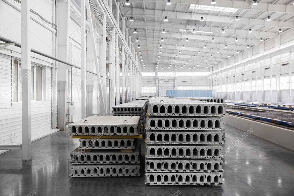 Pila di prefabbricati in cemento armato lastre in un for Disegni di casa concreti