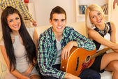 Young Guitarist With Hot Girls — Stock Photo
