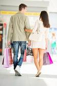 Paar In winkelen — Stockfoto