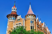 Building with spires in Barcelona — Stock Photo
