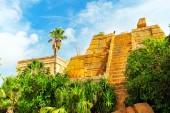 Aztec pyramids in jungle — Stock Photo