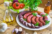Pays table assiette saucisse épices — Photo