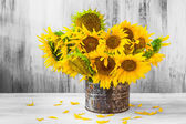 Bouquet sunflowers Still life old tin — Photo