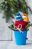雪だるまボード木製クリスマス冬ぬいぐるみデュオ — ストック写真