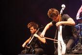 Bucharest, Romania- December 8: 2 Cellos, famous Croatian cello duo performs at Sala Palatului — Stock Photo
