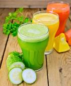 Juice vegetable in three glasses on wooden board — Stock Photo