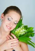 Girl with a bouquet of lilies of the valley — Stock Photo