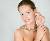Menina com um colar de pérolas — Foto Stock