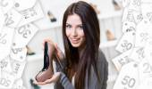 Woman keeping coffee-colored shoe. Christmas sale — Stock Photo