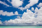 云层之上在印度洋海滩 — 图库照片