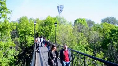 Bridge of Lovers in Kiev, Ukraine. — Stock Video