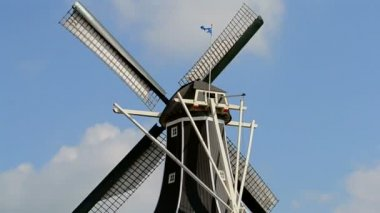 Windmill on blue sky with white clouds in sunny day. — Stock video