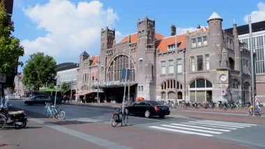 Haarlem railway station - oldest railway station in the Netherlands, Haarlem. — Stock Video