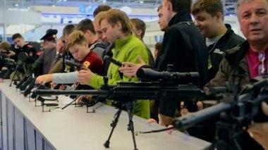 "Guns show during International Aviation and Space Salon ""AVIASVIT-XXI"" in Kiev, Ukraine. — 图库视频影像"