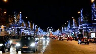 Christmas decoration, Avenue des Champs-Elysees, Car traffic, Paris, France. — Stock Video