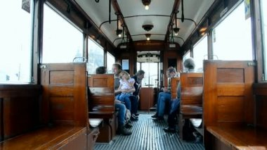 Heritage electric tram in Amsterdam, Netherlands (Holland). — Stock Video
