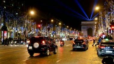 Avenue des Champs-Elysees, car traffic in Paris, France. — Stock Video