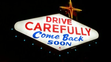 Drive carefully, Las Vegas sign, the Las Vegas Strip, USA. — Stock Video