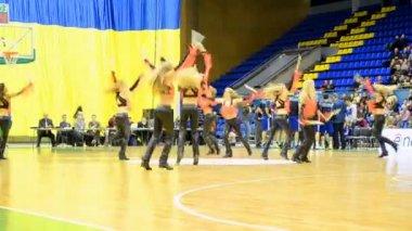 Cheerleader group dancing during F4 Final Basketball championship in Kiev, Ukraine. — Stock Video