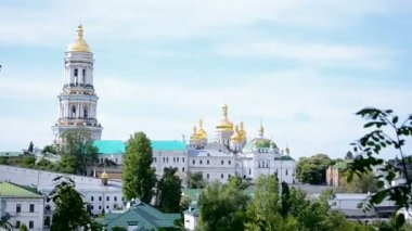 Kiev Pechersk Lavra in sunny day, summer landscape, Ukraine travel. — Stock Video