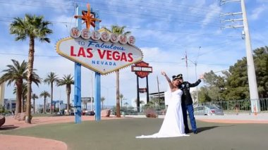 Wedding ceremony. Just married near Las Vegas sign in Las Vegas, Nevada, USA. — Stock Video
