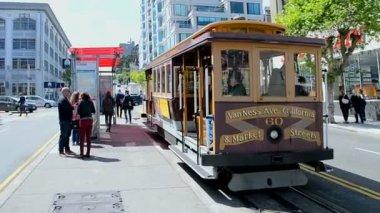 Cable car in San Francisco, California, USA. — Stock Video