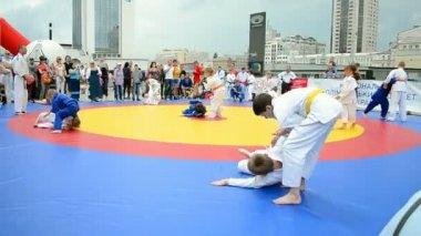 Sports exhibition 2014 - kids sport festival in Kiev, Ukraine. — Stock Video