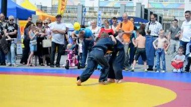 Спортивная выставка 2014 - Детский спортивный фестиваль в Киеве, Украина. — Стоковое видео