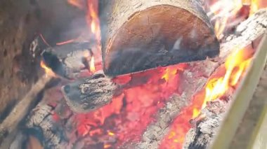 Wood burning in the fire — Stock Video