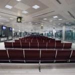 Постер, плакат: Passengers at Qatar International Airport