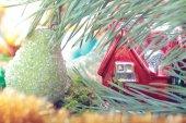 Kalkık Noel süslemeleri ile — Stok fotoğraf