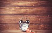 Alarm clock and cupcake. — Stock Photo