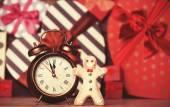 Cookie man and alarm clock — Stock Photo