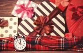 Noel arka plan üzerinde vintage saat — Stok fotoğraf